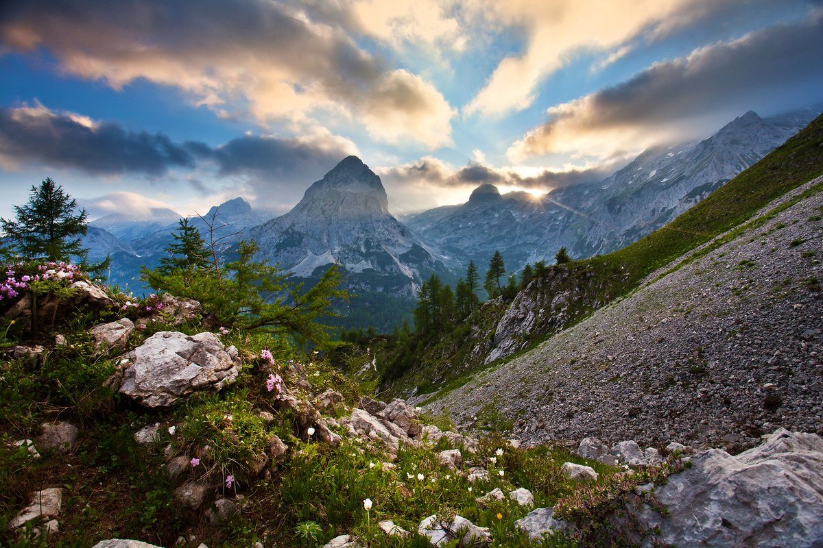 TRIGLAV NATIONAL PARK - one of the oldest and most beautiful #nationalparks in #Europe is located in northwestern #Slovenia and covers 4% of the entire Slovenian territory. (photos: Jost Gantar, Ales Zdesar #photography) #nature #travel #mountains, #hiking pic.twitter.com/x6PRbCJCwv
