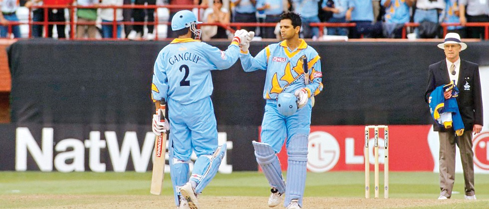 #OnThisDay  Sourav Ganguly (183) and Rahul Dravid (145) registered a mammoth 318-run partnership for the 2nd wicket against SL in the 1999 World Cup at Taunton. This was the first time that a 300-run partnership was witnessed in ODIs. <br>http://pic.twitter.com/MoX47EZUsw