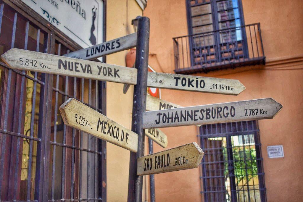 De Málaga al mundo 2. . . . . #lugaresdelmundo #viaje #travel #viajesporelmundo #viajera #viajaresvivir #málagapic.twitter.com/boedGjGLPO