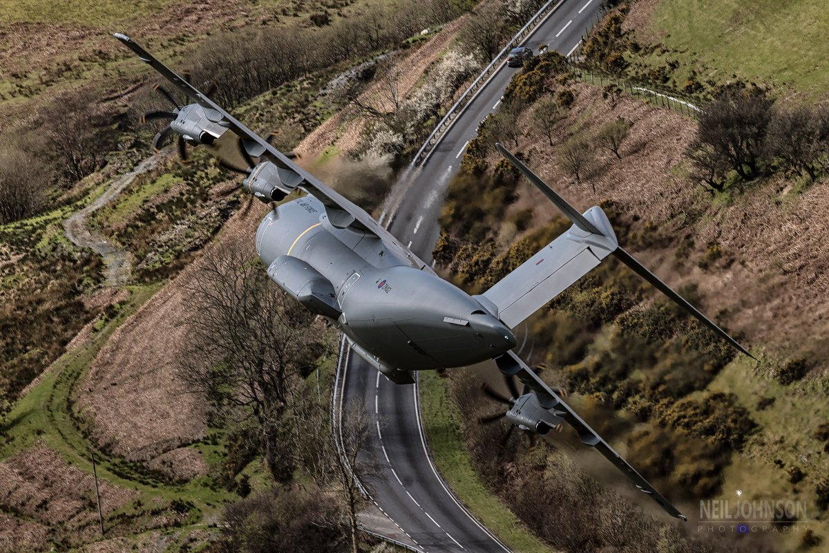 🔥HOT: #A400M achieves new milestone🔥   Our @AirbusDefence airlifter's Automatic Low Level Flight capability is certified. Read more here👇 https://t.co/wT0RWCaTZe  📸: Neil Johnson & Frank Moore  @RoyalAirForce @EjercitoAire @Team_Luftwaffe @Armee_de_lair @LeadershipNext1 https://t.co/Mkz1x4AMss