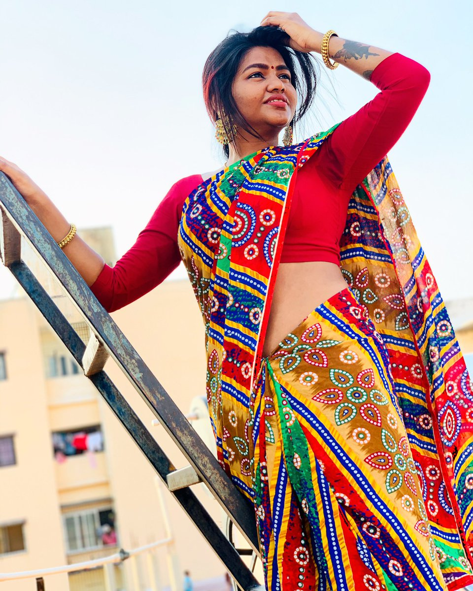 When I climb the stairs, all I see is few more steps to reach my goal.   PC : @priyankachitti_0999 (my anni)  #shalushamu #redlove #saree #cantstopwontstop #loveyourself #simplelife #happyme #tamilponnu #pic.twitter.com/rtNwOvK7xr