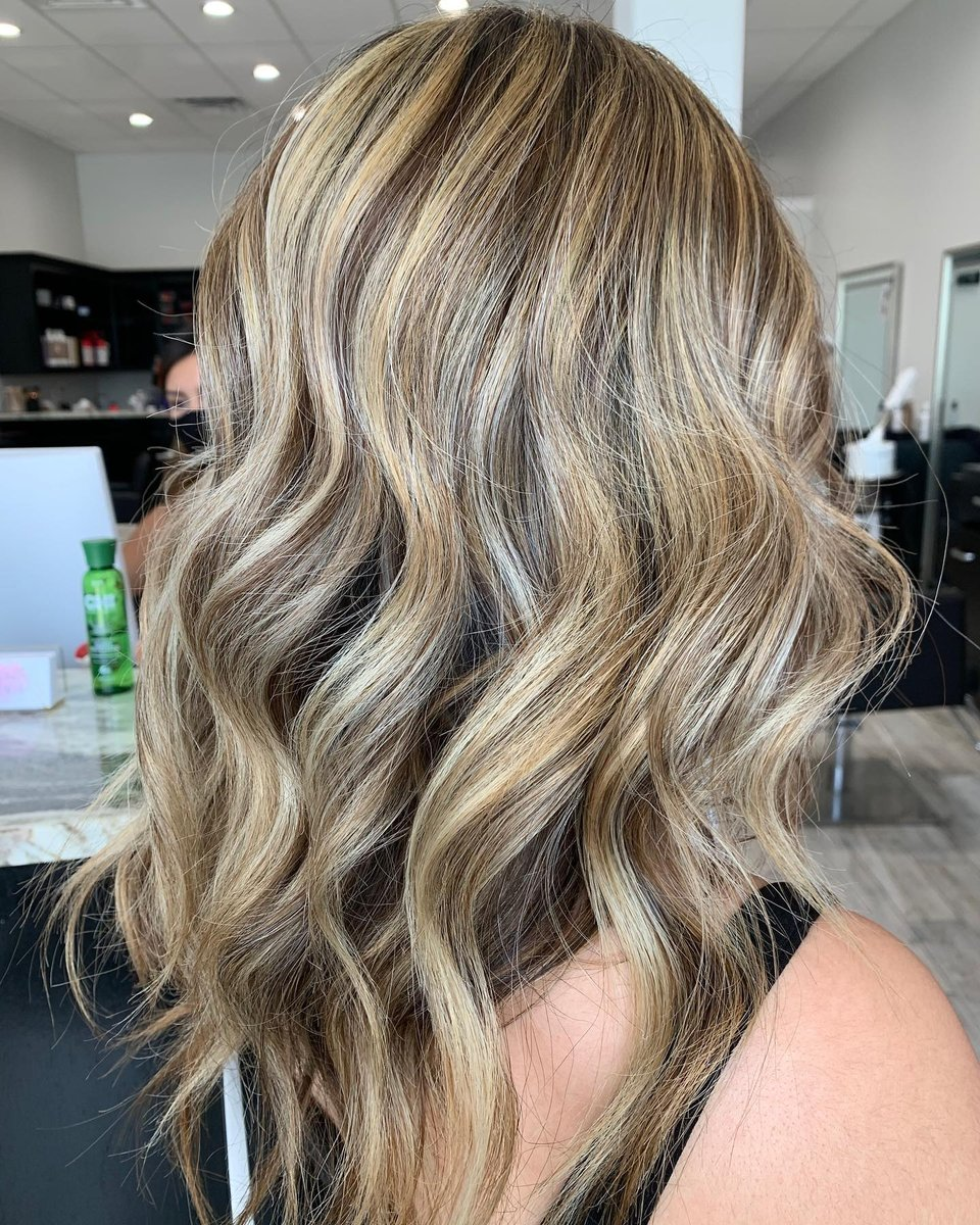 Blended + contrast  by @hairbyscandra_ . . . . . #hairpainterssundayinspo #corpuschristihairsalon #corpuschristibesthairsalon #nofilter #corpuschristihairstylist #highlights #corpuschrististylist #361hair #corpuschristibalayage  @beautyavenuecc #shoplocalccpic.twitter.com/bAa7DiPZ2Z