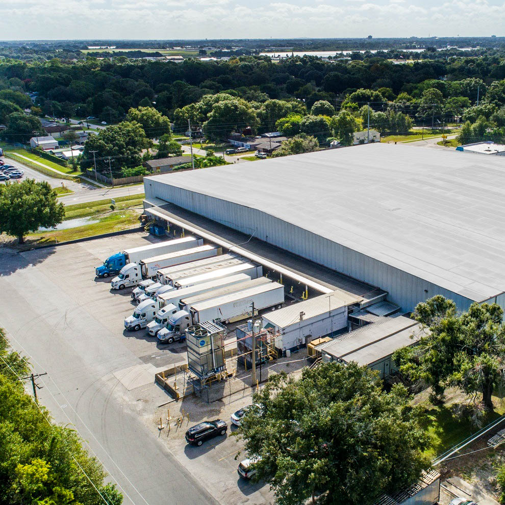 Warehouses provide a centralized location for your goods, making it easier to track and manage your inventory.  #trucking #logistics #warehouse #warehousing #3PL #crossdocking #transloading #FontanaCA #KansasCitypic.twitter.com/Leyowz96Qb