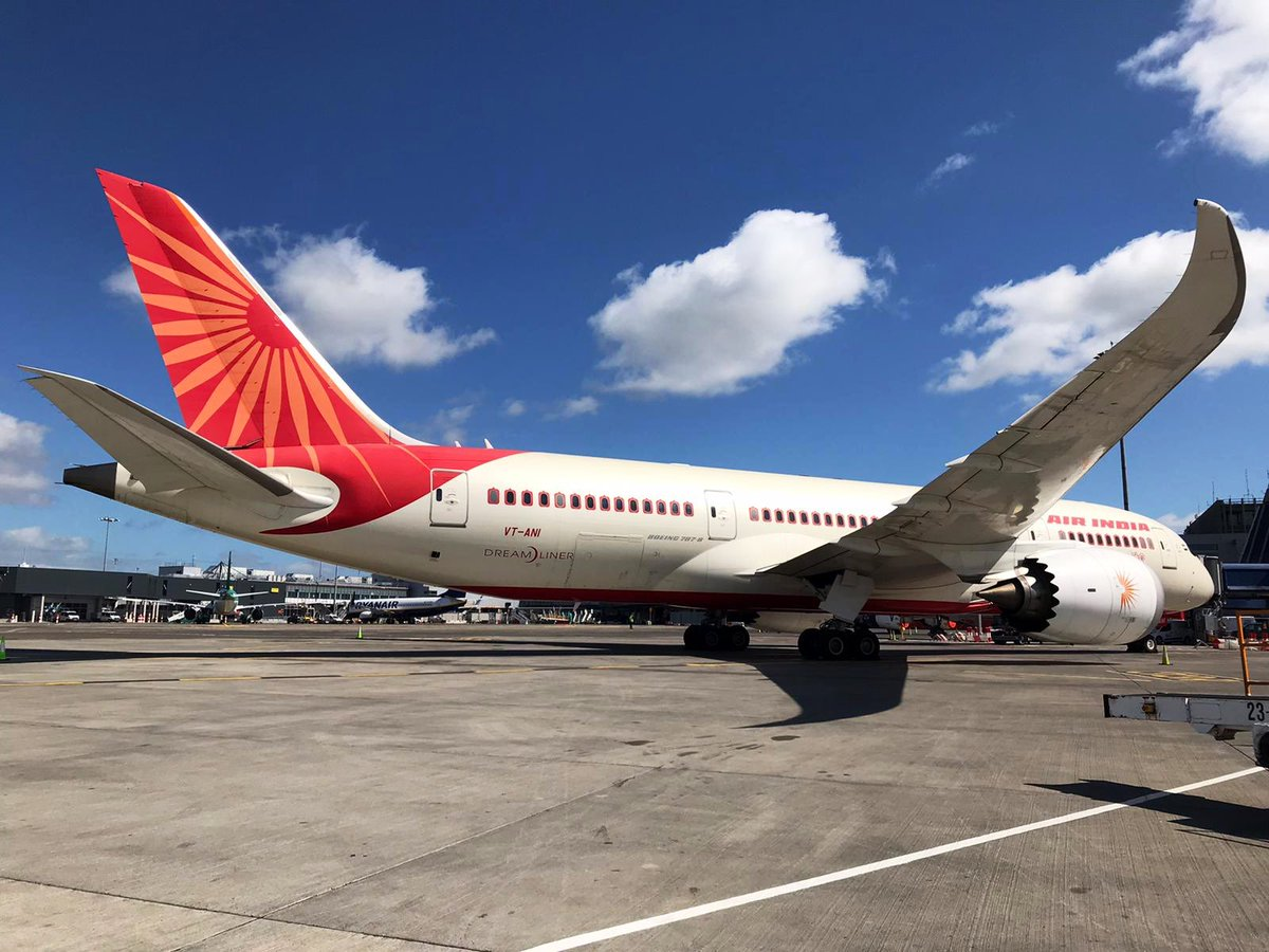 An Air India Boeing 787 currently on stand at Dublin Airport, for a repatriation flight to Delhi later tonight. #aviation pic.twitter.com/8XdgZvYgc9