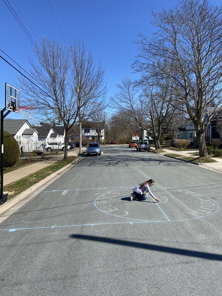 This week @SacredHeartHfx elementary students are invited to participate in our #ChalkTheWalkChallenge for a chance to win a summer's supply of sidewalk chalk!  Check out Michaela's homemade basketball court!  #SHSH #mySHSH #WeAreSacredHeart #HPEatHome #PhysicalEducation #PhysEdpic.twitter.com/BzR99OBHKo