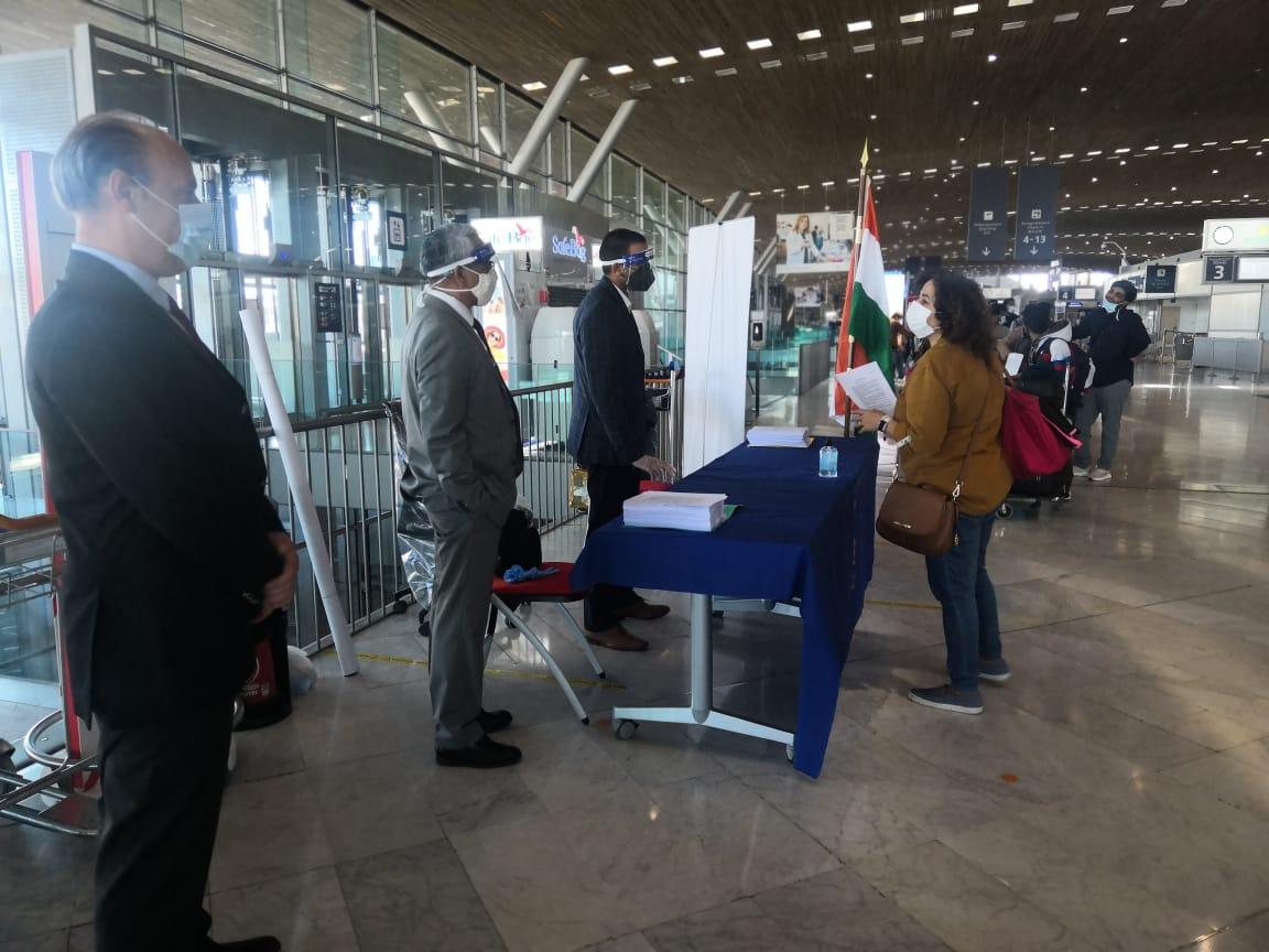Paris CDG Airport brims with excitement as stranded Indians arrive to avail the first repatriation flight from Paris-Ahmedabad via Del #VandeBharatMission @DrSJaishankar @HardeepSPuri @MEAIndia @DDNewslive @PIB_India @ani_digital @ParisAeroport @gouvernementFR @CMOGuj @CMODelhi