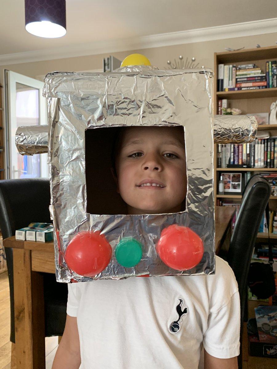 Well done Robot Harry. A super craft idea! pic.twitter.com/K9xpWHgXAp
