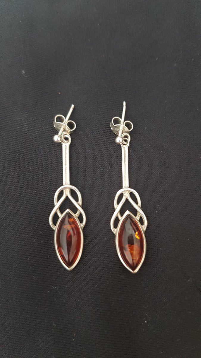 These aren't craft made but reflect both my love of amber and interest in art nouveaux  Only 3 more pic.twitter.com/P8IrO0JoLp
