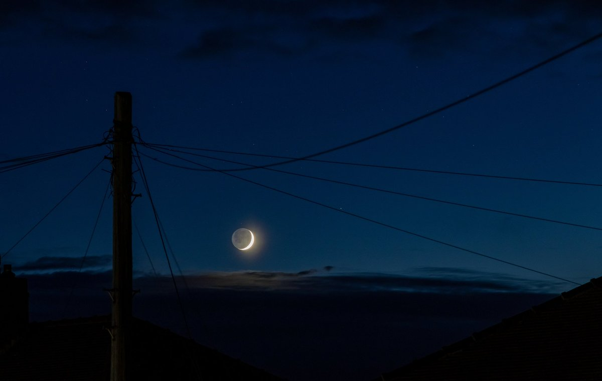 Last night's moon and earthshine  my first proper try at earthshine photos!  I couldn't decide which I liked better! #canonuk #earthshine #fyldecoast #StormHour #ThePhotoHourpic.twitter.com/D5aAp4RmGP