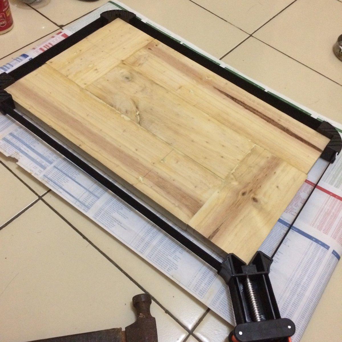 Step by step. Lanjutkan project yg t'tunda.  Sambil bikin project lain. Kerjakan apa yg bisa d kerjakan dg alat yg ada.  Proses menggabungkan kayu. Lumayan menguras energi 😄 learning by doing.  That's all about. https://t.co/lal9iG3VzB