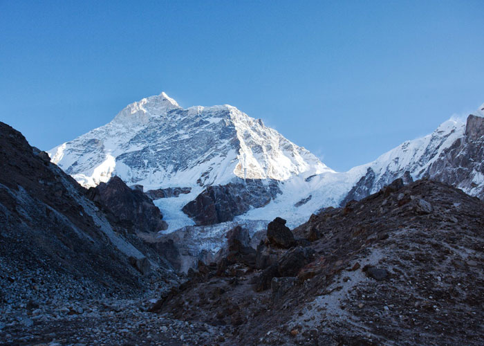 Makalu Base Camp Trek - 21 Days Makalu Base Camp trek is arguably your first-class choice if you are seeking a strenuous adventure, soothing views of majestic Himalayas. https://en.evasiontrekking.com/package/makalu-base-camp-trek-21-days/…pic.twitter.com/mq0i3wyz34
