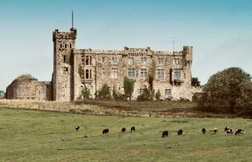 26th May 1920 Kilbrittain, Cork Kilbrittain Castle is burn to the ground. One of the oldest castles in Ireland, it was first fortified in the 11th Century, and most recently owned by Messrs. Reardon and Doyle, timber merchants from Cork. £100,000 worth of damage is causedpic.twitter.com/4TVp1vKsco