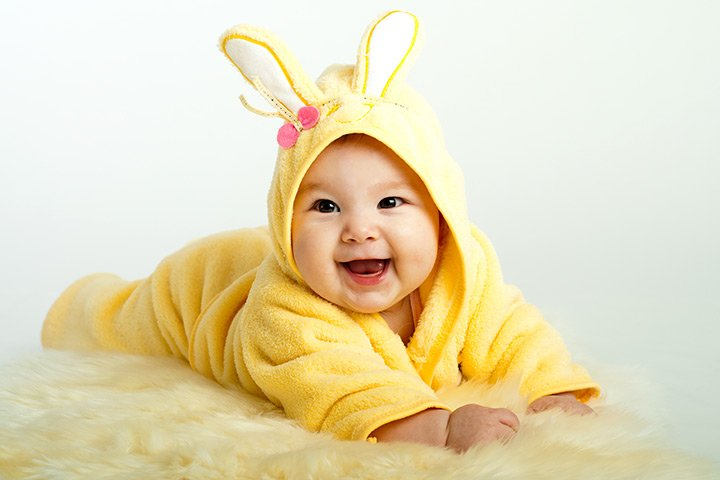 There are hundreds of languages in the world but a smile speaks them all.  #Smile #YellowTwitter #baby pic.twitter.com/88GYJmLoxO
