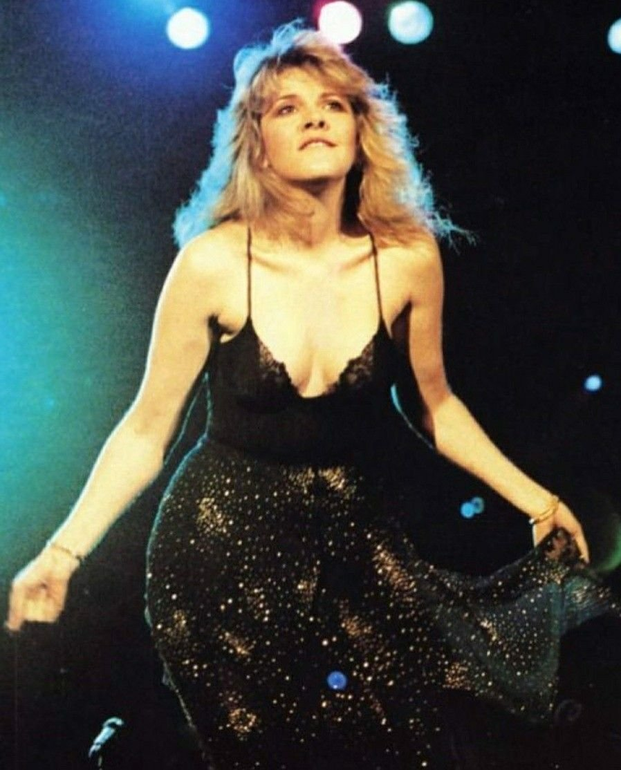happy birthday to my queen#StevieNicks<br>http://pic.twitter.com/xzzNSU8ekr