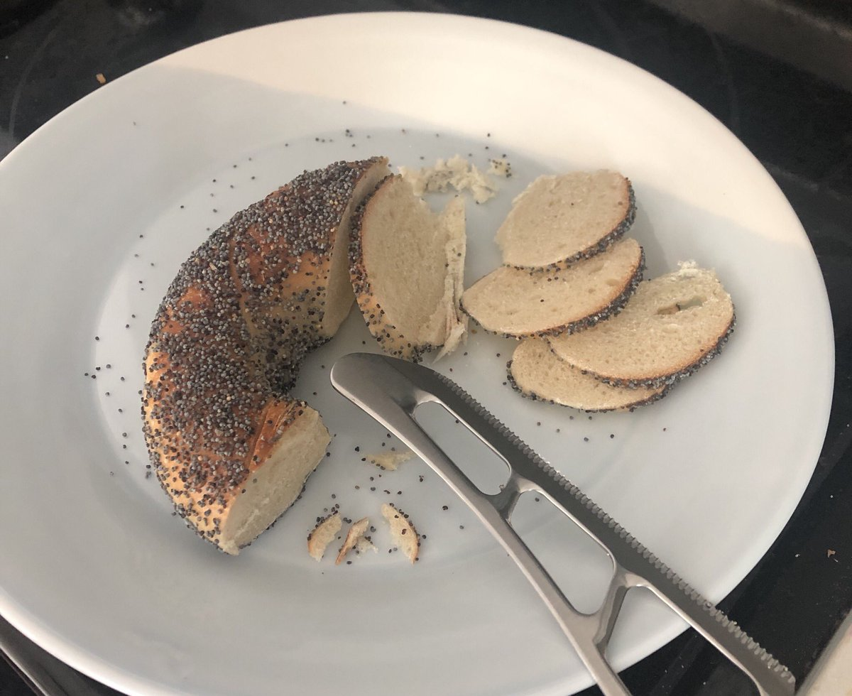 I never understood all the fuss around interfaith marriage. Then I watched my non-Jewish husband cut a bagel like this, and honestly, I get it now. https://t.co/6W1rNw7S8R