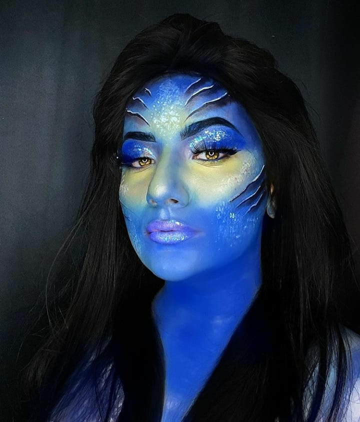 """""""Talent scouts at #GlamSocial brings """"Guess the look"""" by @mrunzies  Want to feature your work at @glamsocial.in? Simply, follow & tag us.""""   #glamsocial #vocalforlocal #beautycommunity #facepaint #makeup #bluemakeup #makeupcreative #makeuplook #trendingmakeuppic.twitter.com/KB6BDA9vXm"""
