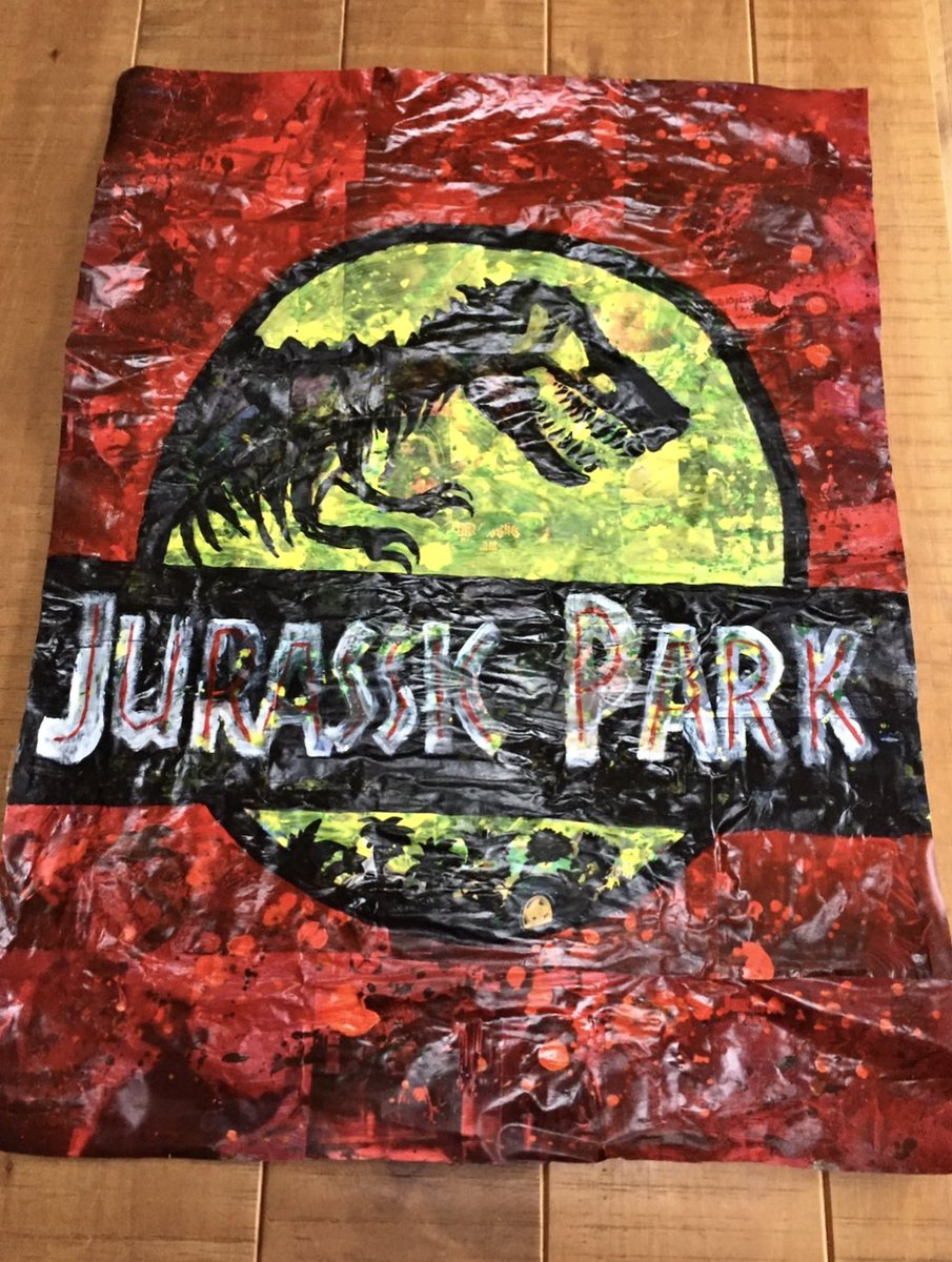 This amazing #JurassicPark art piece by @thecrim now takes pride of place in my man cave. Zoom in for hidden movie scenes! The guy is taking requests and only asks for postage paid! DM him for your own unique take on your cult favourites. #art #movieposters #free #jurassicworldpic.twitter.com/jkvDivHMPm