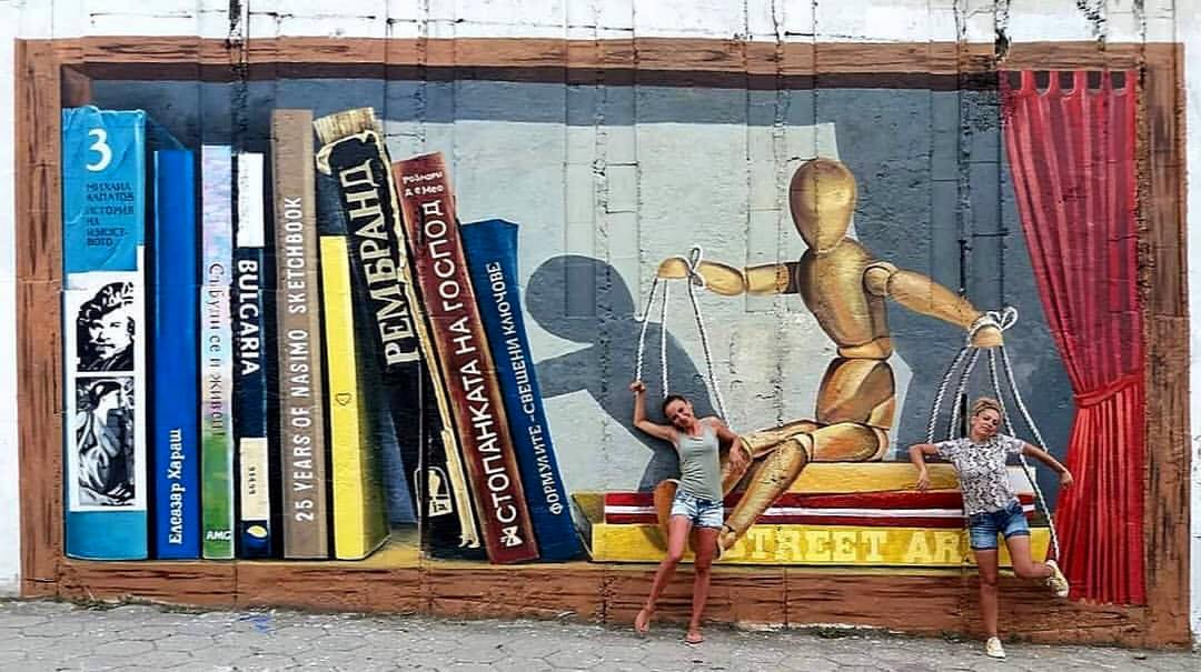 ... are you sure who the dummy is? Art by Nasimo in Blagoevgrad, Bulgaria #StreetArt #Art #Beauty #Symbolism #Books #Humanity #Graffiti #Mural #UrbanArtpic.twitter.com/S6loS612WX