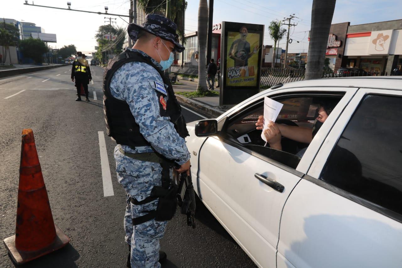 348 policías positivos de Covid19