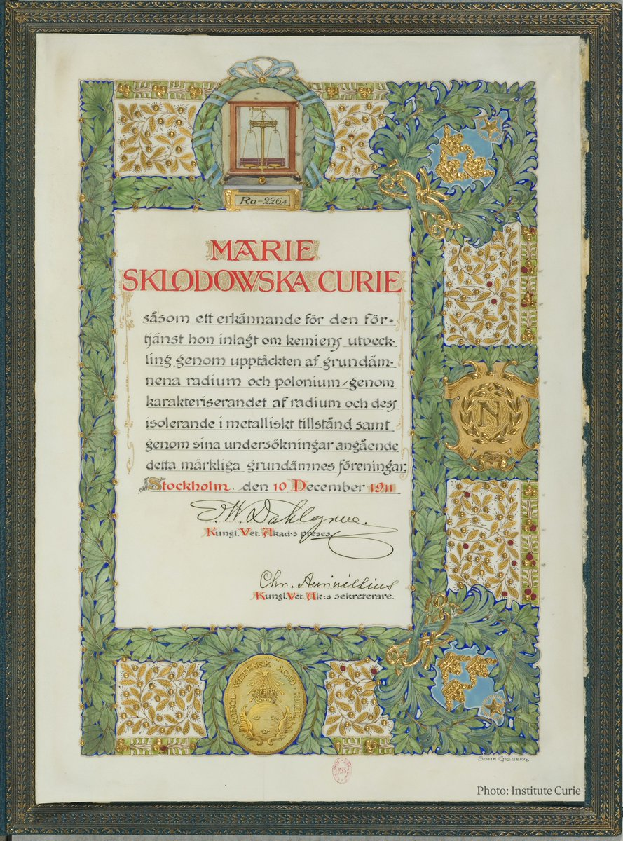 Take a look at Marie Skłodowska Curie's Nobel Prize diploma from 1911.  Did you know that each diploma is a unique work of art where the design is decided by the prize-awarding bodies?   Learn more about the #NobelPrize diplomas: https://t.co/Om75Adu4V4 https://t.co/SidceLJ63u