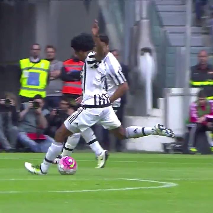 3️⃣ grandi gol per il Birthday Boy di oggi... ❤️ @cuadrado https://t.co/MWp6rF9czI
