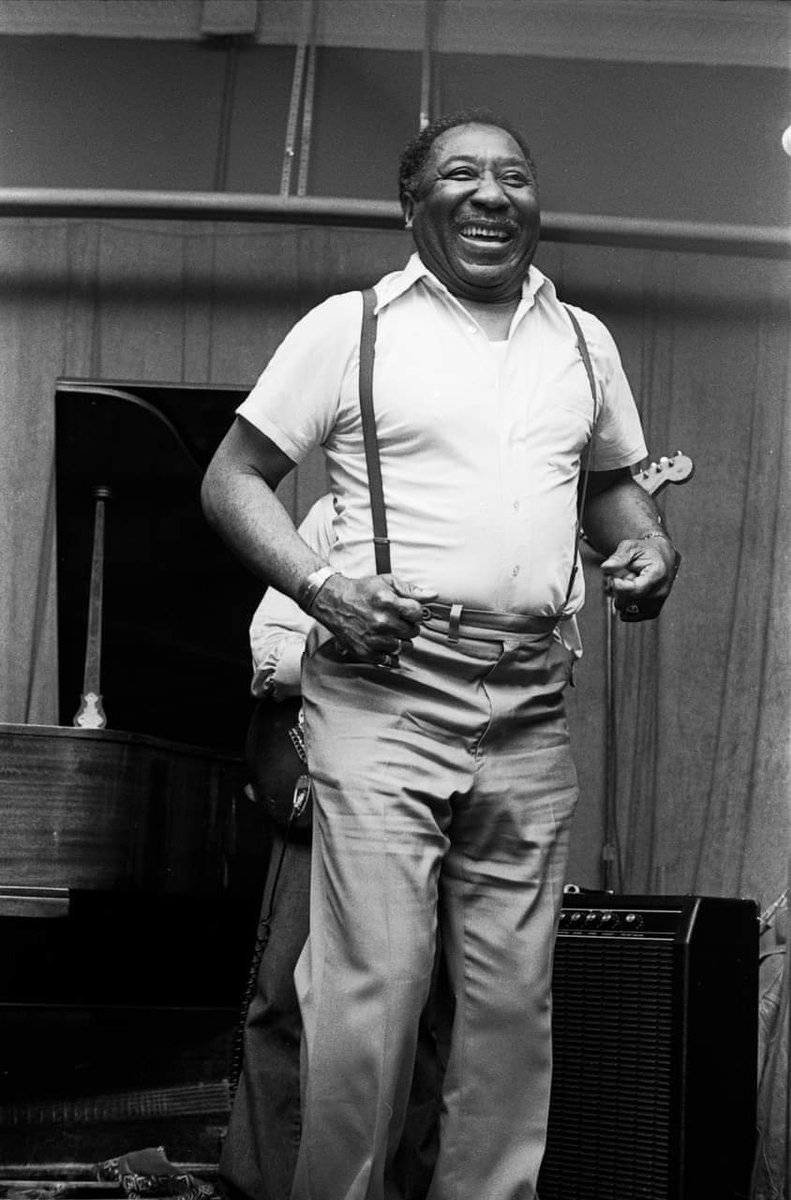 When you love your job . #Muddy #Waters #Father #Of #Chicago #Blues #6 #Time #Grammy #Winner #Rock & #Roll #Hall #Of #Famepic.twitter.com/9aCM7llzX9
