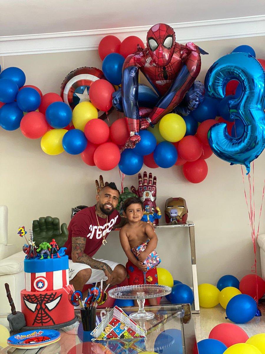 Feliz cumpleaños hijo hermoso, Emiliano crack ya son 3 años de amor y de hacerme el papá más feliz del mundo ❤️❤️❤️ te amooo hijo❤️❤️ https://t.co/N8xrtrUkw1