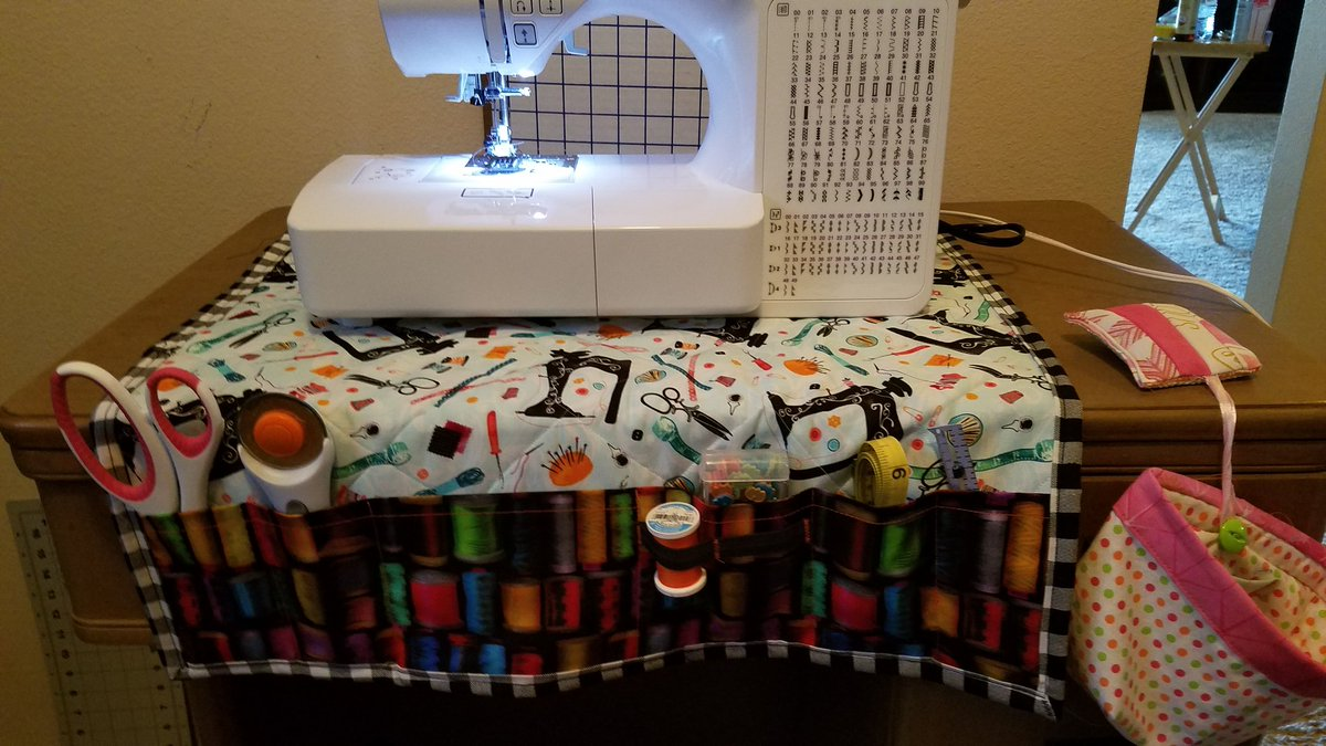 Trying to stay creative even when the writing won't  http:// come.So     I made myself this nifty little sewingmachine pad with pockets. #creativitydate<br>http://pic.twitter.com/8xDhYn3X4g