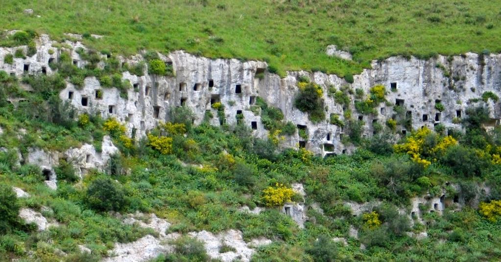 Le grotte della necropoli di Pantalica  #blogsicilia #sitoarcheologico #siracusa  https://t.co/Lp4PpRryXZ