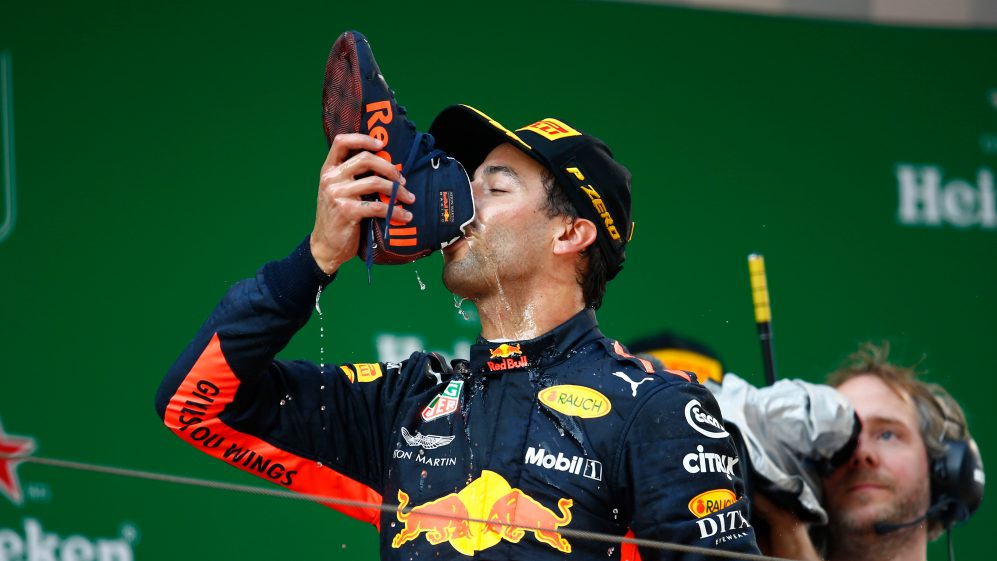 """F1:Ricciardo svela le due gare che gli sono valse il """"rispetto"""" da Schumacher e Alonso.  https://t.co/7EWeFAfAgs https://t.co/i3Ky9FxXw0  #f1 #alonso #ricciardo #schumacher #formula1 #ferrari #racing #danielricciardo #redbull #scuderiaferrari #michaelschumacher #motorsport https://t.co/w3otygNrG8"""