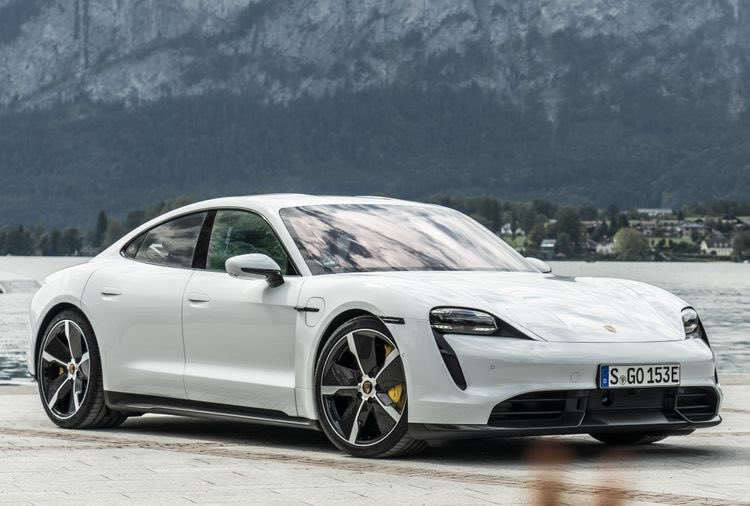 Electric car contest:  Porsche Taycan or Tesla Roadster? <br>http://pic.twitter.com/7cc2hjHjik