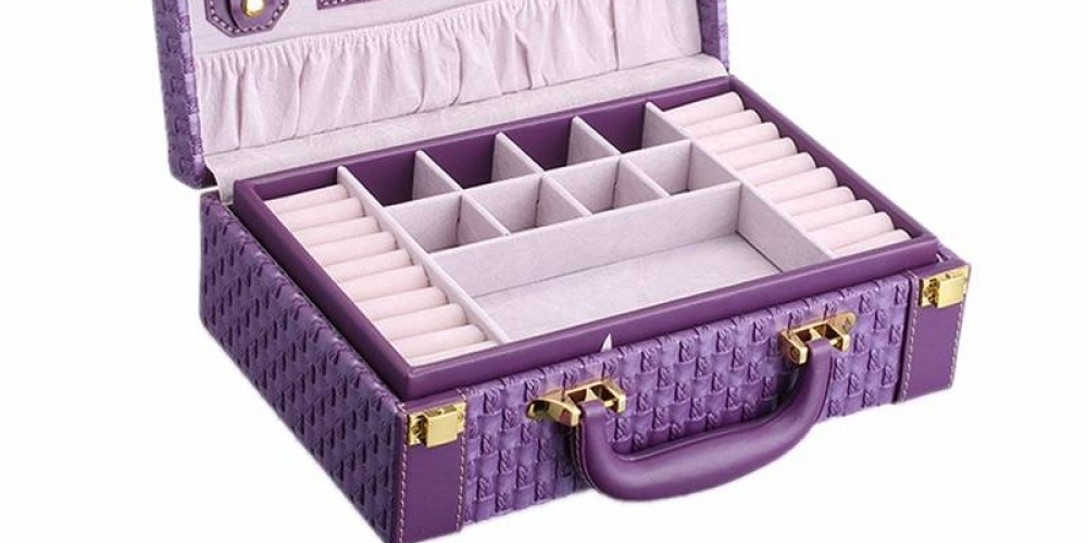 Portable Jewelry Storage Boxes #jewelry #jewelscenter #charms #pendant #earrings #bracelets #jewelrylover #jewelryforsale