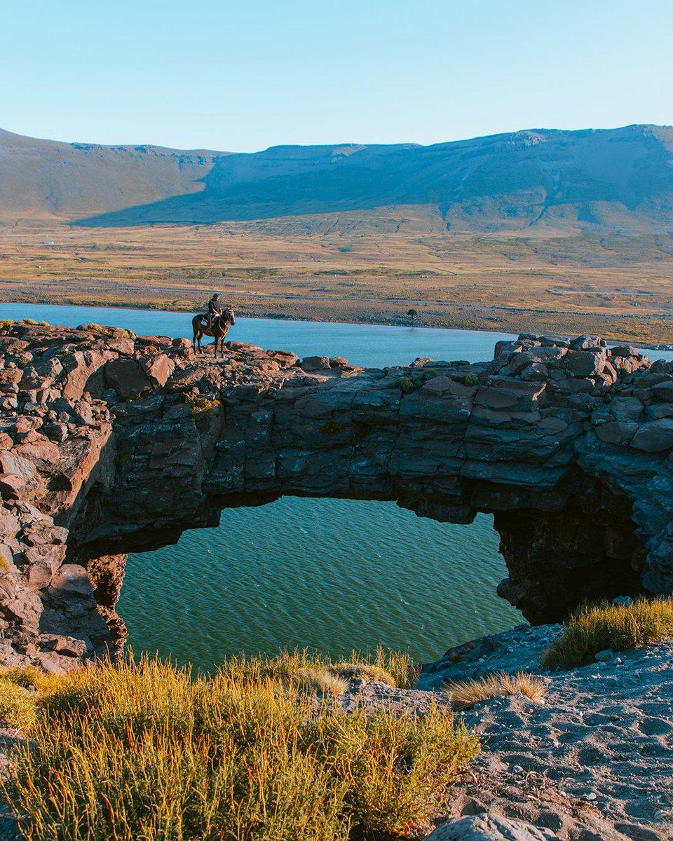 Caviahue y Copahue sorprenden con sus paisajes soñados, desde las termas a los picos nevados. Senderos y mil historias para compartir ¿Visitaste este sitio? ¿Qué recuerdos tenés?   @turismoneuquen  Ph: @gusariase #ViajaDesdeTuCasa #VisitArgentina #QuedateEnCasapic.twitter.com/L6f3oeVNjn