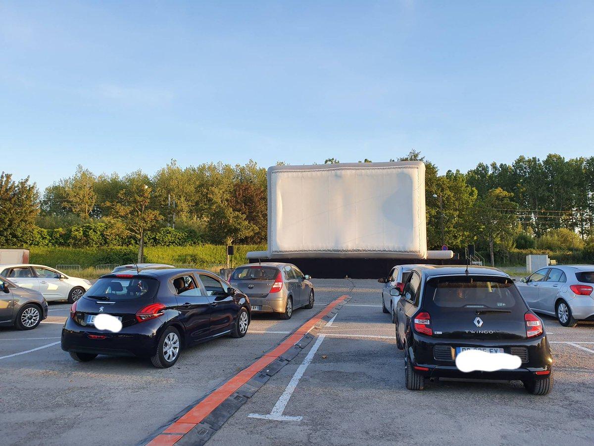 C'est parti pour le premier Caen Cine Drive In. Les premiers véhicules sont en train de prendre place ! #cinemalux #movie #ParcExpoCaen #cinepleinair #EnAvant https://t.co/YvBjuGglFg
