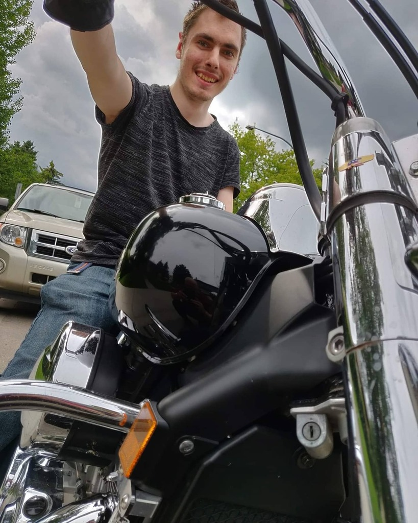 Good afternoon everyone hope your all having a great day! This is me in my glory on my managers motorcycle back in 2019  Gonna keep my dream to own my own motorcycle alive!  #honda #shadow #motorcyclespic.twitter.com/jmPgBGz0Kf