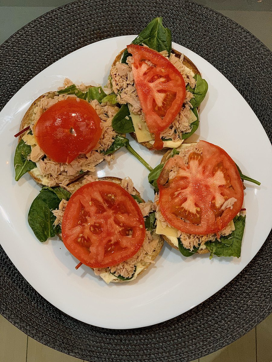 Do you want a bite?  @GirlsfromS20 #dinnertime #dinnerideas #foodlover #Health #HealthyEating #healthyfood #TunaTuesday #vegetables #tasty #goodfood #Tuesday #tuesdayvibes pic.twitter.com/uKYBknnptn