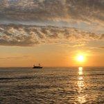 Image for the Tweet beginning: De ST24 in de zonsondergang #Waddenzee