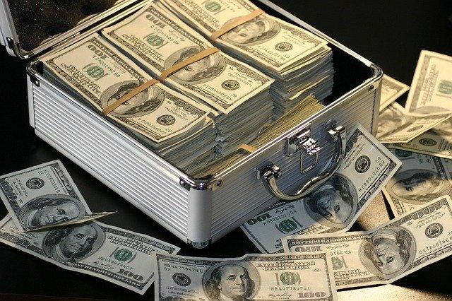 Para finalizar el primer día de esta cuenta, unas fórmulas de #ahorro :  - La más extendida : A = I - G  - La que yo uso:         I - A = G  A --> Ahorro I -- > Ingresos G --> Gastos  #dinero #economia #finanzas #def #trillionaire pic.twitter.com/bAFH7FgVKl