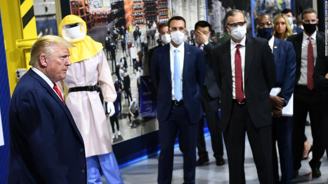 Trump's anti-mask campaign picks up steam http://dlvr.it/RXPRZzpic.twitter.com/l9mpSjH7hN