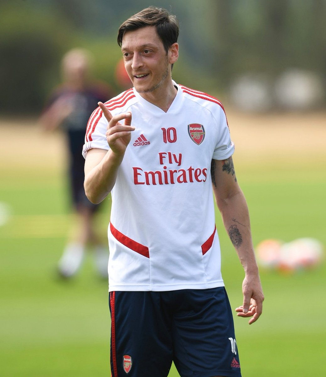 Still such a good feeling to be back out here on the training ground ❤️⚽🍃 #M1Ö #YaGunnersYa