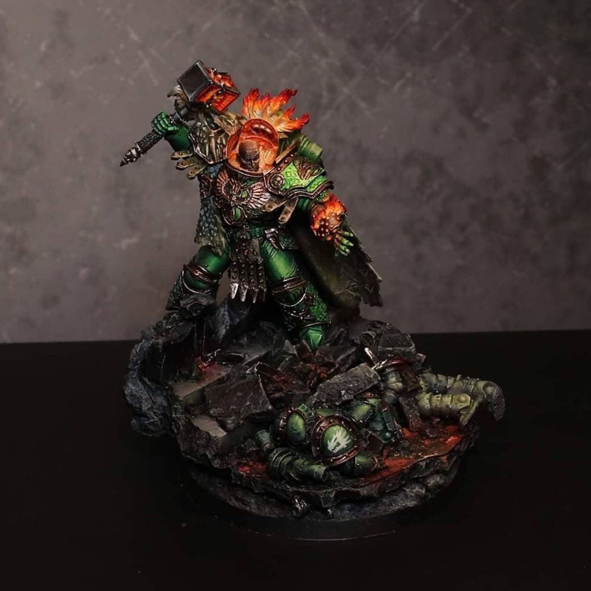 🎶 It's the Model of the Day🎶 This beautiful Vulkan was painted by Dark Bunny Creatives and features stunning OSL and rich highlights and shadows.  https://t.co/gXpg0rnwtX #paintingwarhammer #forgeworld https://t.co/3qtH2LS47j