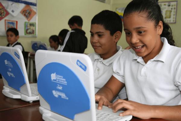 La vigilancia de los contenidos por parte de los padres resulta vital para darle un buen uso al Internet y a las tecnologías durante la cuarentena. 📡👉 bit.ly/2zT6751 #QuedateEnCasa #RespetaLaCuarentena