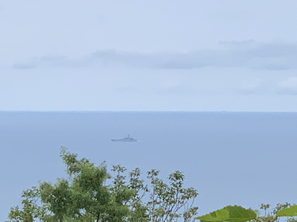 Watching a #Russian Navy frigate pass by.  pic.twitter.com/W2gZNwFHJl