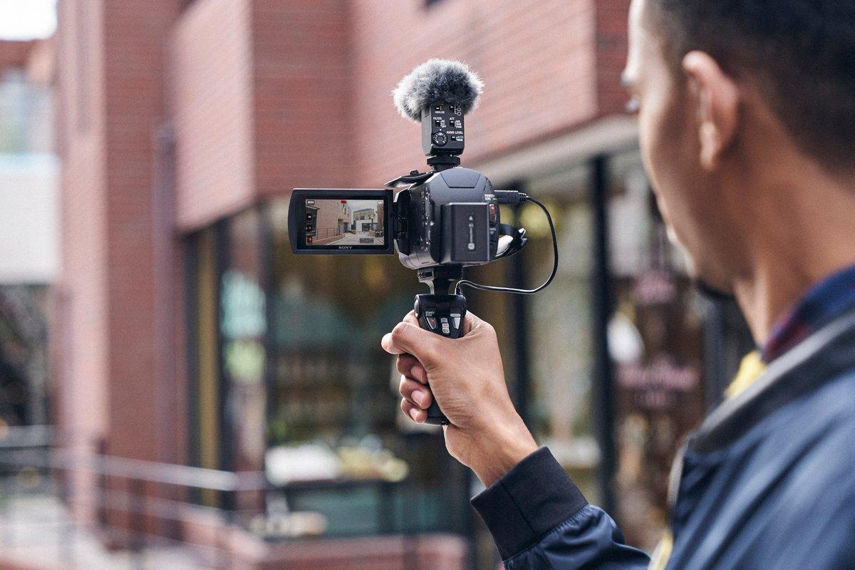De FDR-AX43 is ontwikkeld voor content-creators & vloggers die regelmatig onder extreme omstandigheden filmen. Dankzij de ingebouwde Balanced Optical SteadyShot-technologie levert deze 4K HandyCam onder alle omstandigheden vloeiende videobeelden. Zie: https://t.co/HwQTAG63Hk https://t.co/jFDEyzTM9z