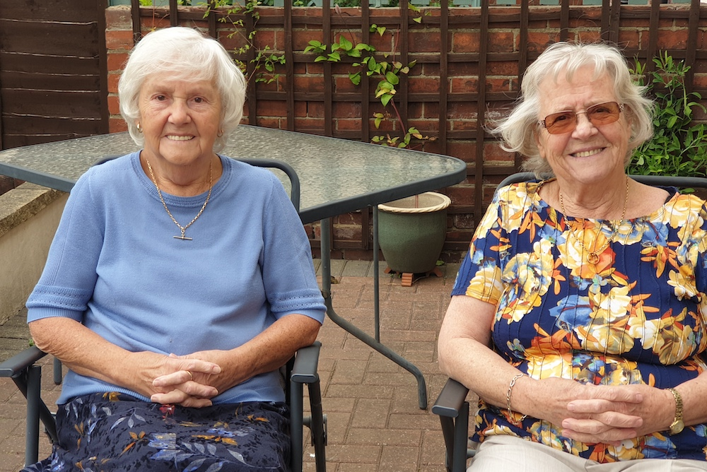 Sisters Rene and Brenda from #Beeston have spent 150 hours sewing scrubs for the NHS southleedslife.com/meet-the-siste…