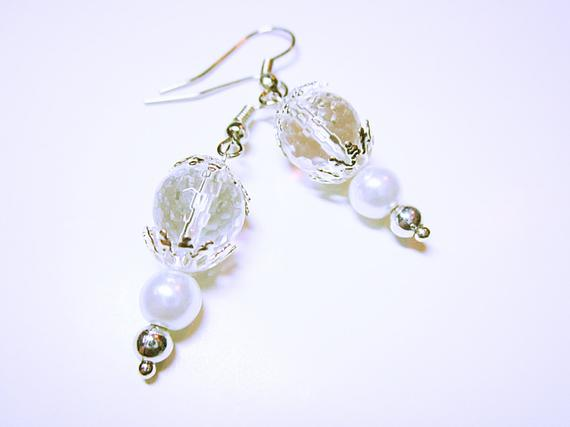 #Crystal White #Pearl Earring Quartz Crystal Bead Silver End Caps Quartz Wedding Or Anniversary Gift Idea For Her #JEWELRY #handmade #beaded #fashion #earrings