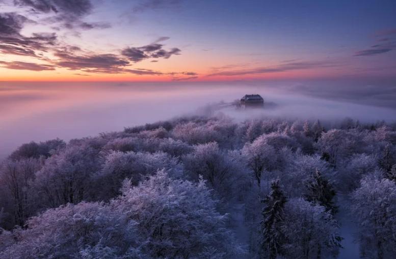 Beautiful sunrise over the Zittau Mountains, #Germany  pic.twitter.com/TQKGOItRhP