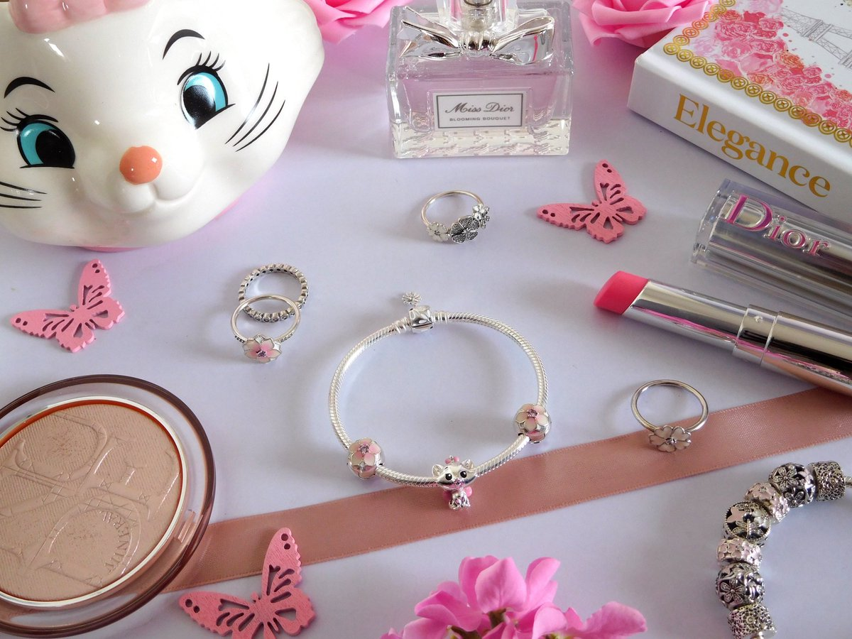 Pandora Disney The Aristocats Marie Charm&Moments Daisy Flower Clasp Snake Chain Bracelet Reviews-close up photo's in the blog post   @Pandora_UK #pandorajewelry #bloggerstribe @LovingBlogs @UKBloggersRT @BBlogRT @sincerelyessie @RetweetBloggers