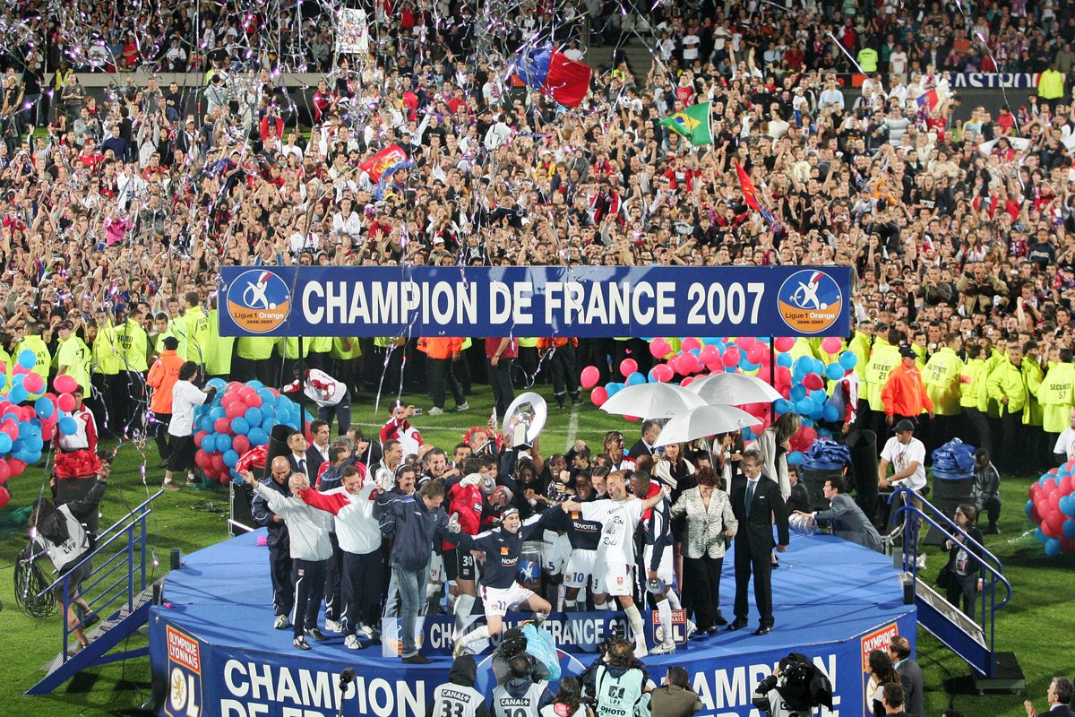 #OnThisDayInMay the 2006/7 Ligue 1 season ended, with @OL_English celebrating their sixth straight title win!   <br>http://pic.twitter.com/ylbSXb6Orv