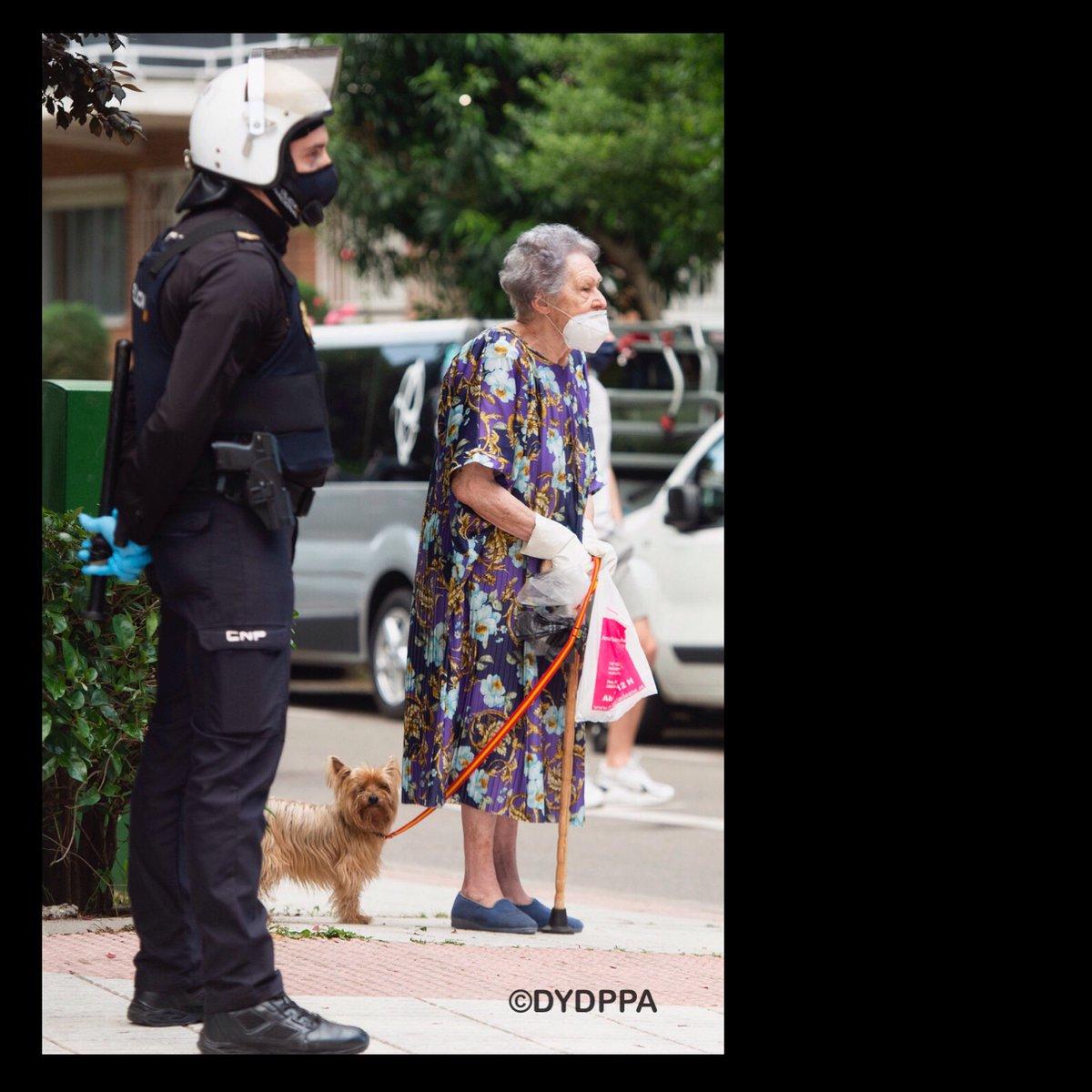 Thank's to all people who fight against Covid-19. #riotpolice.#fuerzasdeseguridad #cnp #yomequedoencasa #stayathome #madrid #mascarillas #streetphotography #dydppa #spain #coronavirus #covid #covidー19 #mujeres #StayHome #abuela #policianacional #street #perro #mascotaspic.twitter.com/9RLsfMX8Vx